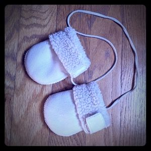 Hanna Andersson Faux Shearling Infant mittens